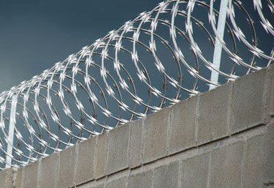 muro com concertina